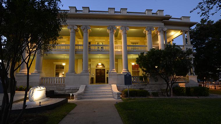hotel ella entrance