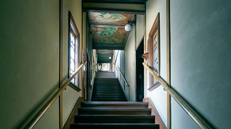 hotel gajoen tokyo stairs