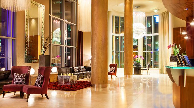 hotel le crystal lobby