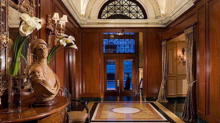 Hotel Le St James lobby
