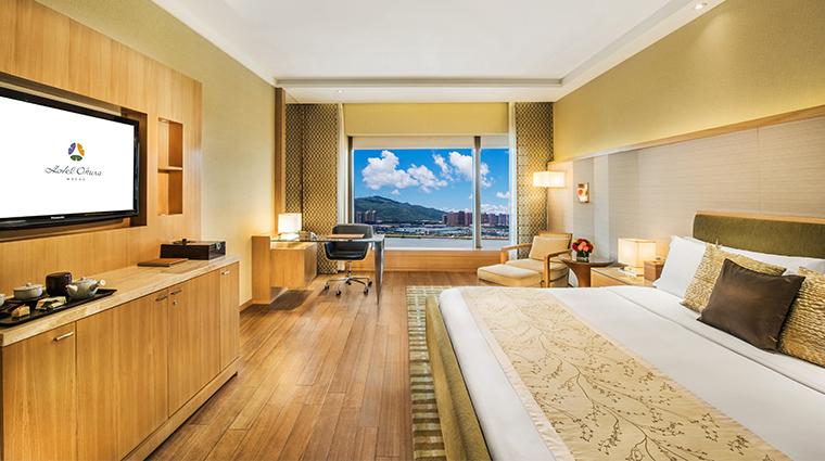 hotel okura macau guestroom2