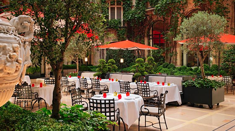 hotel plaza athenee Cour Jardin restaurant