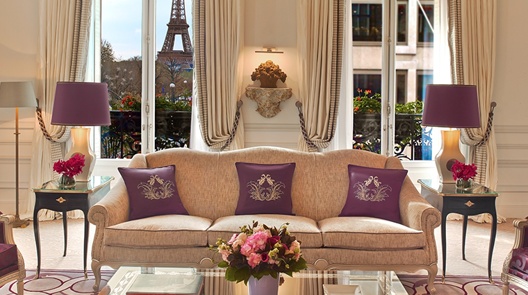hotel plaza athenee eiffel suite living room