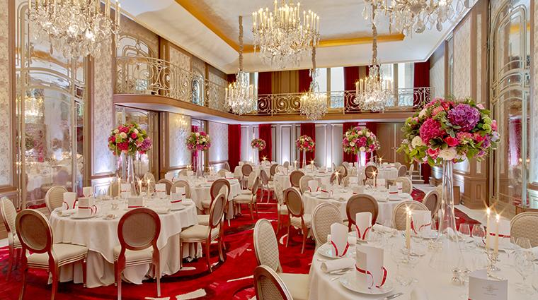 hotel plaza athenee haute couture venue