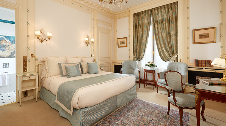 Hotel Raphael classic room
