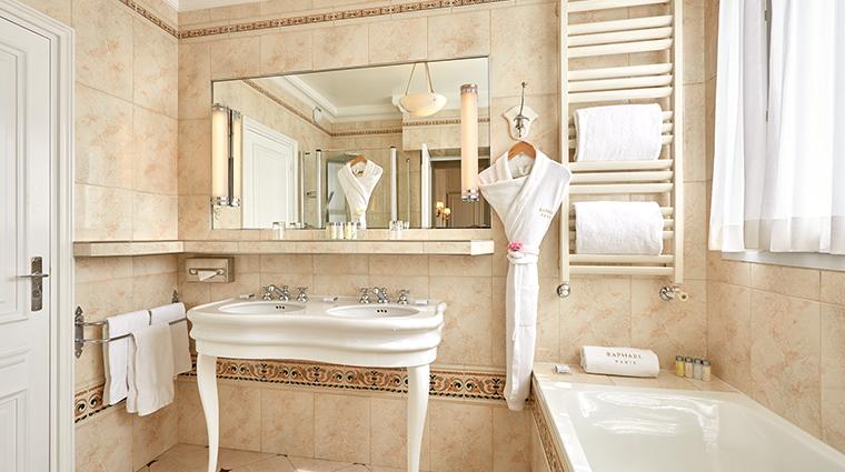 Hotel Raphael eiffel bathroom