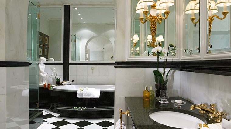 hotel sacher wien suite bathroom