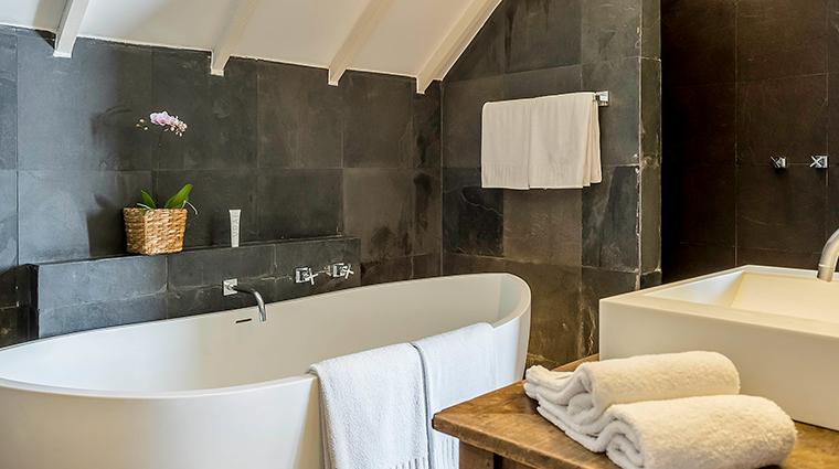 Hotel Santa Teresa bathtub