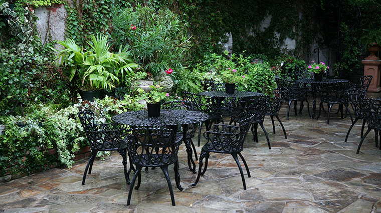 hotel st germain courtyard seating