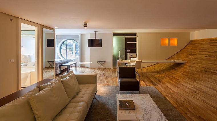 hotel unique guestroom 9