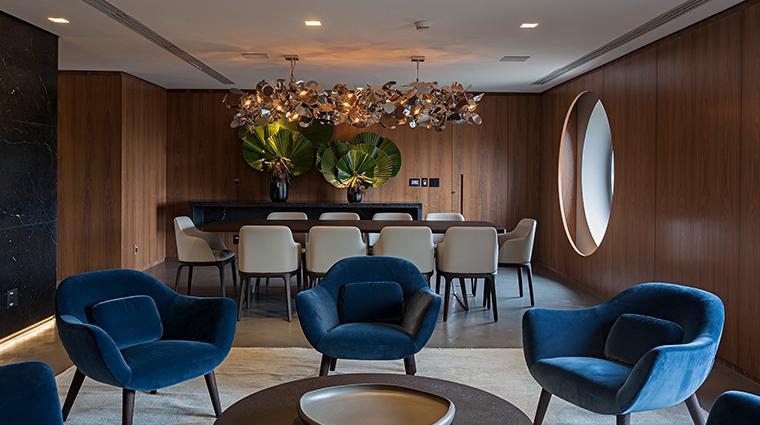 hotel unique sitting