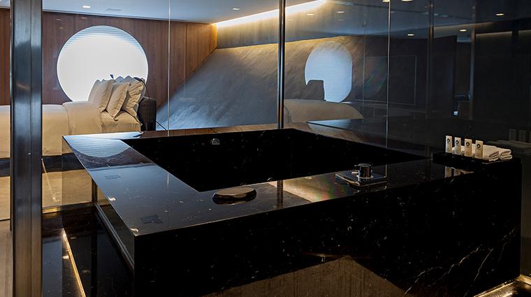 hotel unique tub