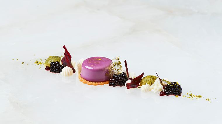 hotel vier jahreszeiten kempinski munich Restaurant Schwarzreiter Blackberry