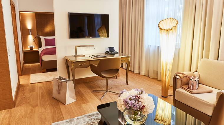 hotel vier jahreszeiten kempinski munich deluxe junior suite living room