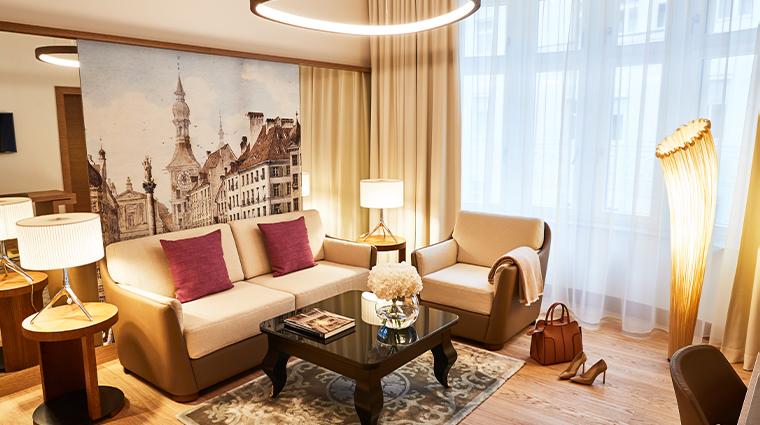 hotel vier jahreszeiten kempinski munich superior suite living room
