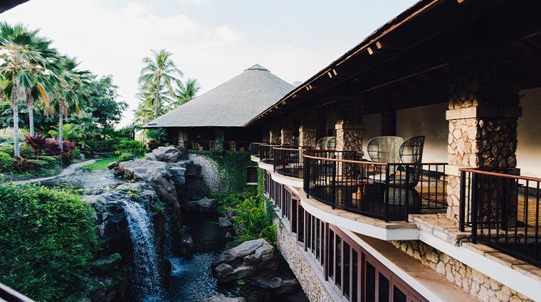 hotel wailea entrance waterfall