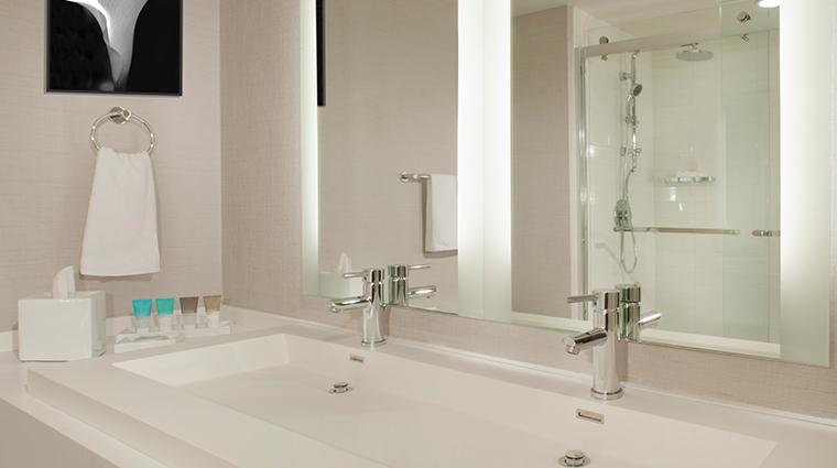 Property HyattRegencyLosAngelesInternationalAirport Hotel GuestroomSuite GuestBathroom HyattCorporation
