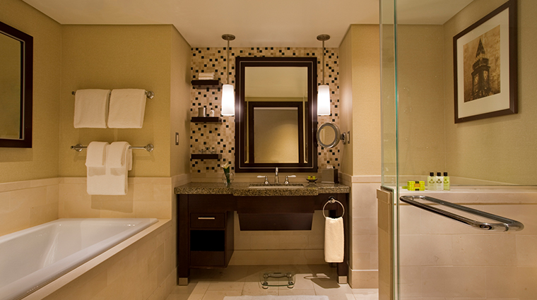 intercontinental boston guestroom bathroom