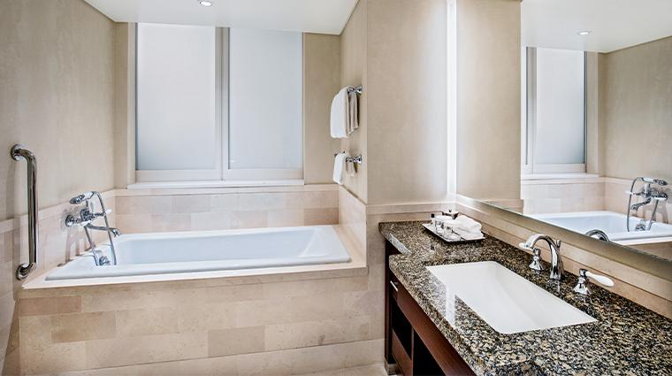 intercontinental boston reno guestroom bathroom