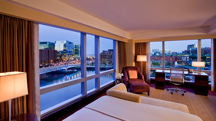 intercontinental boston waterview guestroom