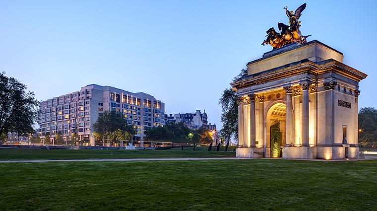 intercontinental london park lane exterior and wellington arch