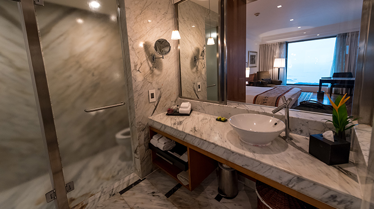 intercontinental marine drive mumbai bathroom