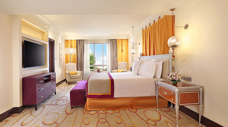 itc maratha luxury collection hotel luxury suite bed