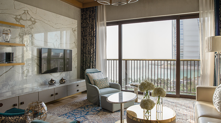 jumeirah al naseem royal suite living