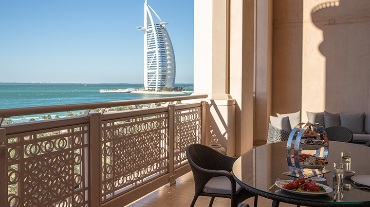 jumeirah al qasr royal suite balcony