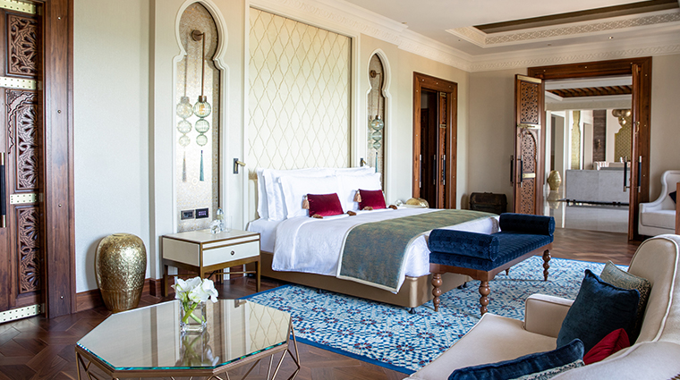 jumeirah al qasr royal suite bedroom