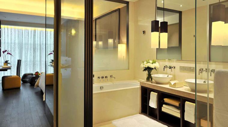 jumeirah himalayas hotel deluxe room bathroom