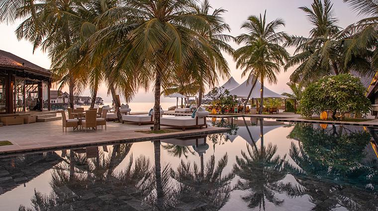 jumeirah vittaveli maldives main pool