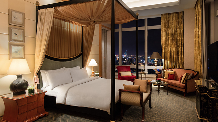 jw marriott hotel shanghai at tomorrow square chairman suite bedroom