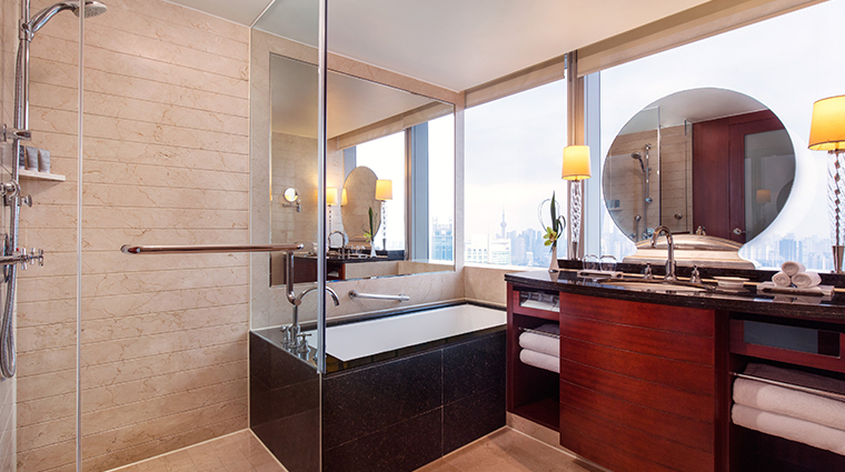 jw marriott hotel shanghai at tomorrow square corner bathroom