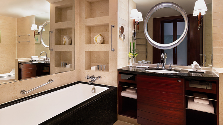 jw marriott hotel shanghai at tomorrow square executive bathroom