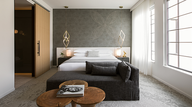 la peer hotel guestroom wide