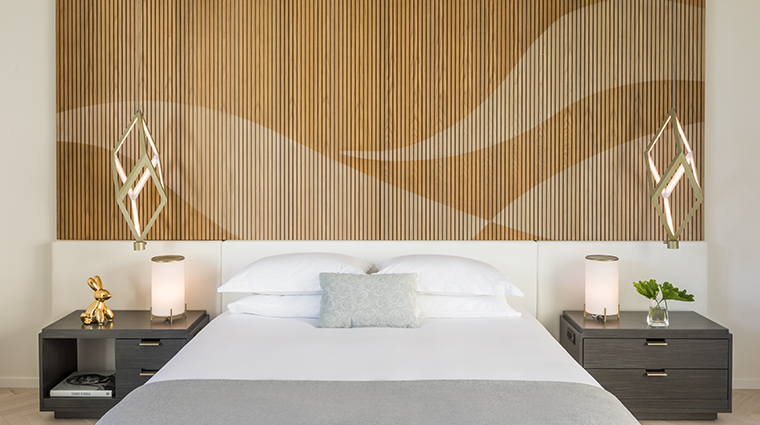 la peer hotel wood wall
