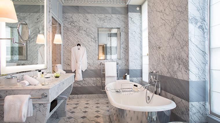 La Reserve Paris suite bathroom bathtub