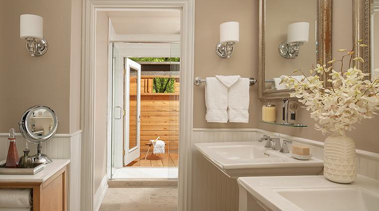 lauberge de sedona creekside cottage suite bathroom
