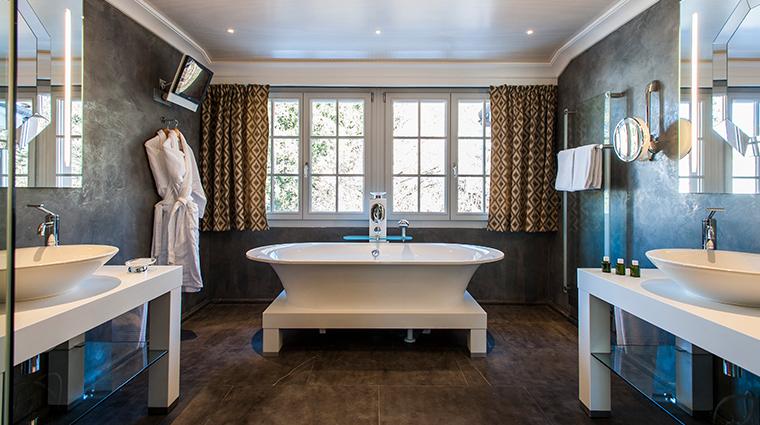 le grand bellevue suite bathroom