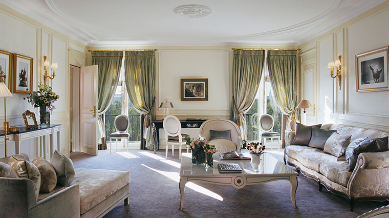 le meurice dorchester collection prestige suite livingroom