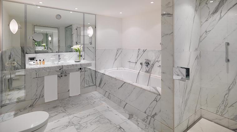 le richemond geneve executive suite bathroom