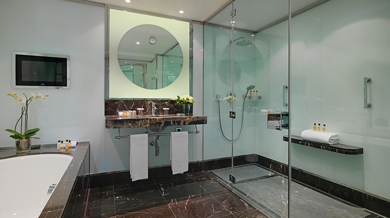 le richemond geneve premium suite bathroom