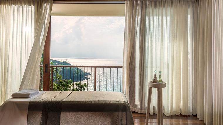 spa at four seasons resort seychelles treatment room