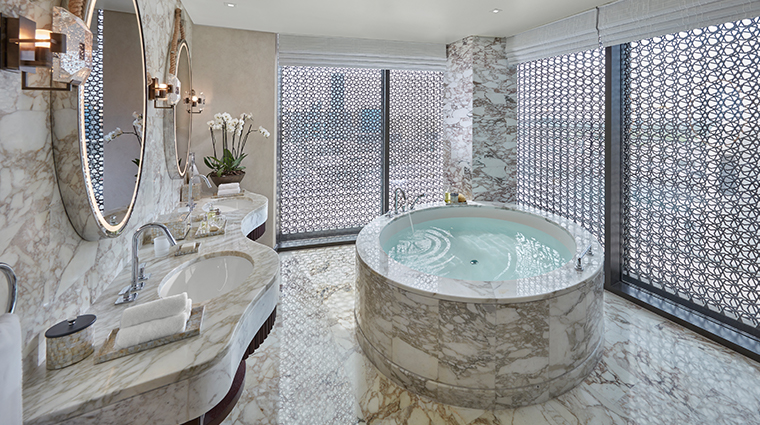 mandarin oriental doha panoramic suite bathroom
