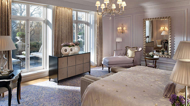 mandarin oriental hyde park london royal suite bed