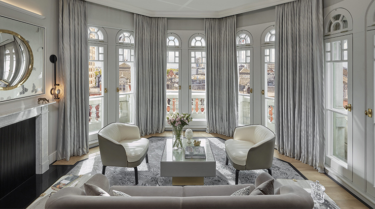 mandarin oriental hyde park london turret living room