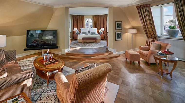 mandarin oriental munich corner suite living room