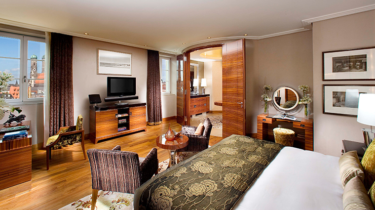 mandarin oriental munich presidential suite bedroom