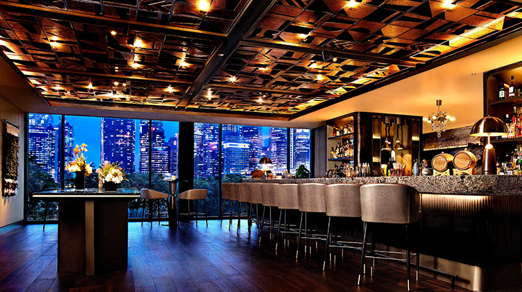 mandarin oriental singapore bar evening view